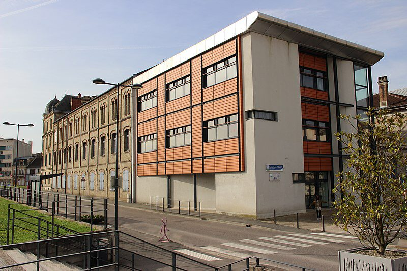 800px-Collège_André_Theuriet.jpg